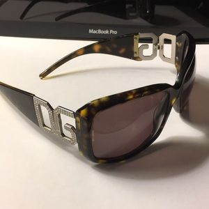 D&G Slightly use sunglasses No scratch